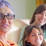 なぜ、白髪のおばあちゃんはムラサキに染めるのか?